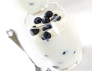 Yaban mersinli yoğurt